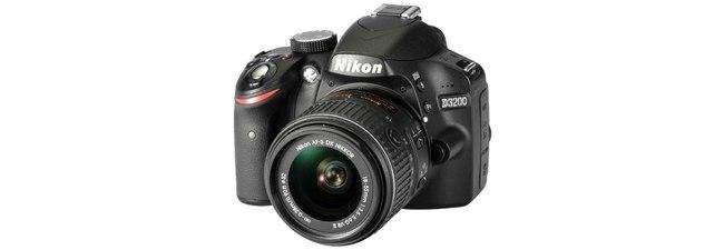 Nikon D3200 + 18-55 mm Objektiv aus der Saturn-Werbung (TV, Prospekt) für 299 € als Reisekamera-Schnäppchen!