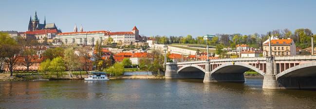 Prag: Hotelgutschein fürs Jurys Inn Prag im 4-Sterne-Hotel für 2 Personen für 2 ÜF nur 88 €